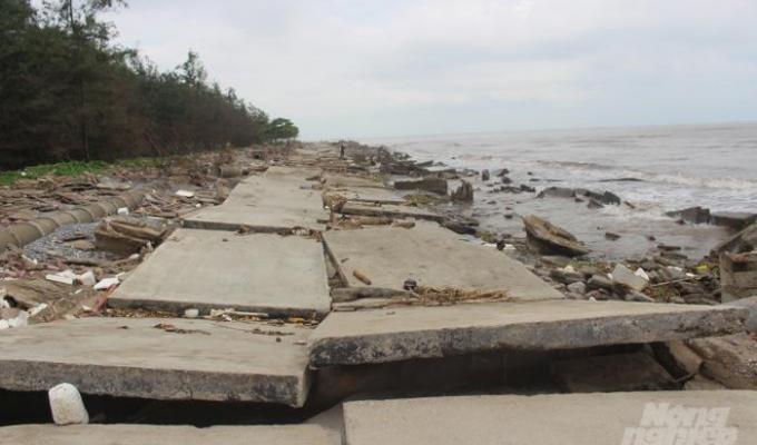 Nam Định: Bờ kè tiền tỷ tiếp tục trôi xuống biển