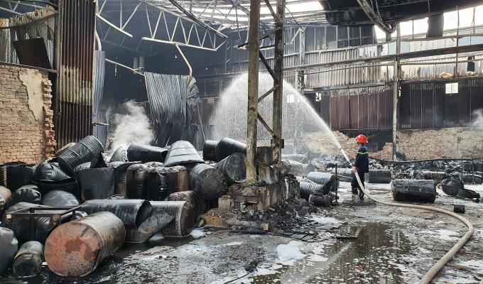 Cận cảnh hiện trường tan hoang vụ cháy kinh hoàng tại TP Vinh