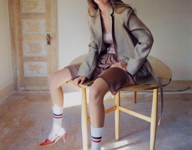 Chân dài hàng đầu Gigi Hadid chụp bán nude khoe dáng nuột nà