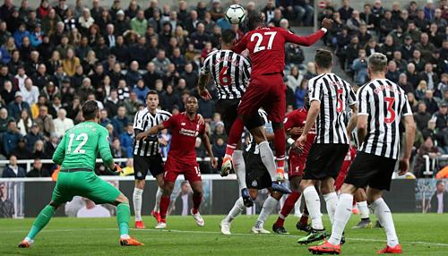 Vòng 37 Ngoại Hạng Anh: Liverpool hạ Newcastle để lên đỉnh bảng