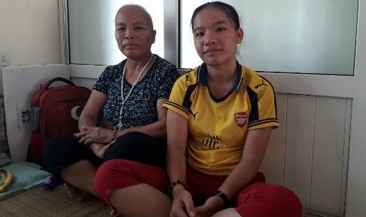 Cô gái bị u máu đưa mẹ nuôi đi khắp nơi chữa bệnh ung thư