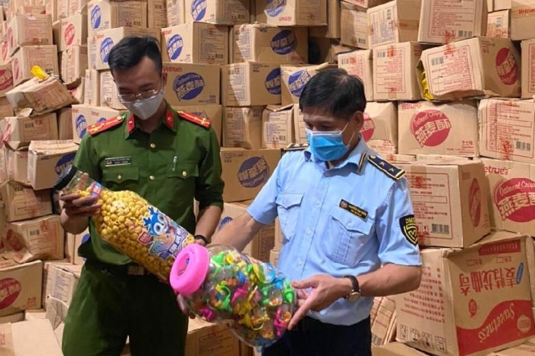 """Hà Nội: Phát hiện gần 10 tấn bánh kẹo """"lậu"""" những ngày cận Tết Trung thu"""