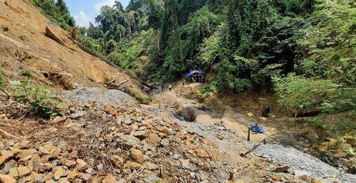 Đánh sập 75 hầm khai thác vàng trái phép tại Quảng Nam