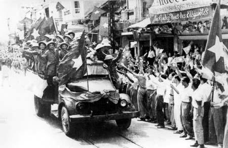 Audio - Lắng nghe những ca khúc bất hủ về ngày giải phóng Thủ đô